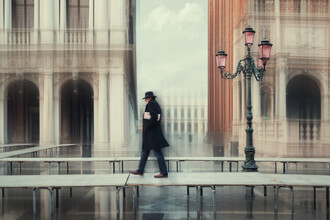 Roswitha Schleicher-Schwarz, Spaziergang auf Fußbrücke (Italien, Europa)