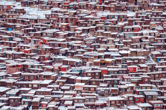 Li Ye, Red House in Sertar County (China, Asia)
