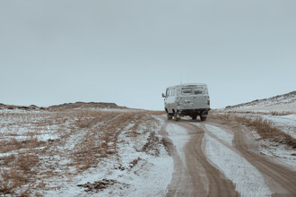 Li Ye, A car drives along a quiet mountain road after snow (Russia, Europe)