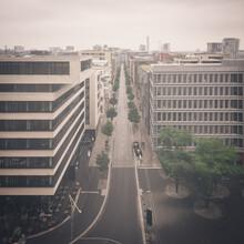 Dennis Wehrmann, Blick über die Hafen City von der Elbphilharmonie Plaza (Deutschland, Europa)