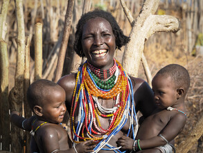 Phyllis Bauer, Wonderful Mother with your Twins from the Arbore Tribe (Äthiopien, Afrika)