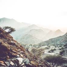 Franz Sussbauer, Berge im Dunst (Oman, Asien)