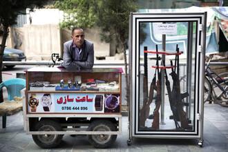 Theresa Breuer, Waffen und Uhren (Afghanistan, Asien)