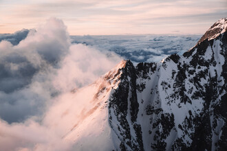 Lina Jakobi, Snow capped mountains in the evening light (Switzerland, Europe)
