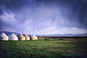 Victoria Knobloch, Yurts and Thunderstorm (Kyrgyzstan, Asia)