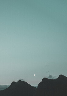 Pascal Genzel, The Moon shines bright over the Mountains (Norway, Europe)