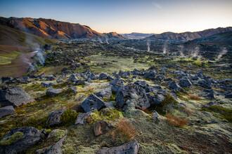Franz Sussbauer, Lavafeld mit Dampfsäulen bei Sonnenabgang (Island, Europa)
