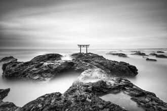Jan Becke, Traditional Japanese torii gate on the coast (Japan, Asia)