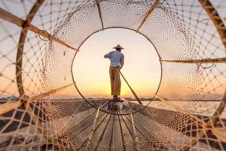 Jan Becke, Traditional Intha fisherman on Inle Lake in Myanmar (Myanmar, Asia)