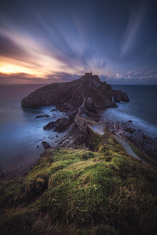 Jean Claude Castor, Spanien Gaztelugatxe Halbinsel mit Kapelle zum Sonnenuntergang (Spanien, Europa)