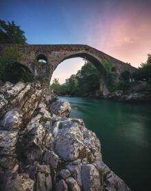 Jean Claude Castor, Asturien Canga de Onis Romanische Brücke zum Sonnenuntergang (Spanien, Europa)