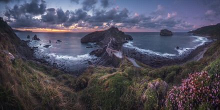 Jean Claude Castor, Spanien Gaztelugatxe Panorama zum Sonnenuntergang (Spanien, Europa)