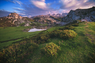 Jean Claude Castor, Asturien Lagos de Covadonga Bergseen zum Sonnenuntergang (Spanien, Europa)