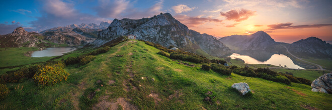 Jean Claude Castor, Asturien Lagos de Covadonga Bergseen mit Picos de Europa als Panorama (Spanien, Europa)