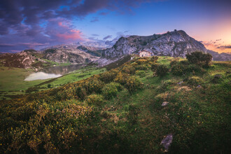 Jean Claude Castor, Asturien Lagos de Covadonga Bergseen bei Sonnenuntergang (Spanien, Europa)