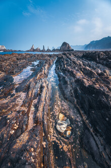Jean Claude Castor, Asturien Playa Gueirua Strand mit schroffer Küste (Spanien, Europa)