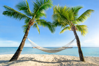 Jan Becke, Relaxed summer holiday in a hammock on the beach (French Polynesia, Oceania)