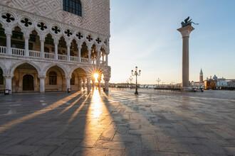 Jan Becke, Sonnenaufgang am Markusplatz in Venedig (Italien, Europa)
