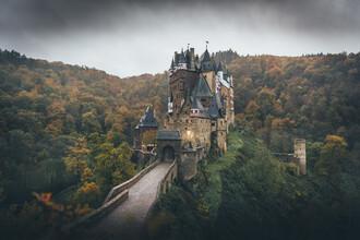 Christoph Schlein, Düstere Burg Eltz im Herbst (Deutschland, Europa)