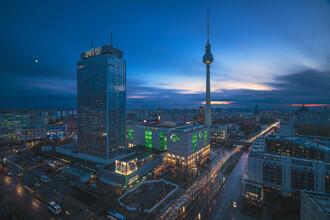 Jean Claude Castor, Berlin Skyline Blaue Stunde am Alexanderplatz (Deutschland, Europa)