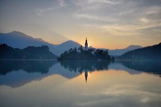 Rolf Schnepp, Sonnenaufgang am Bleder See (Slowenien, Europa)
