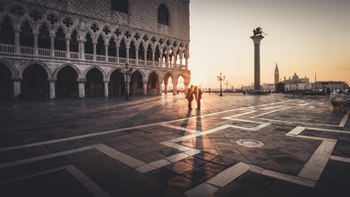 Ronny Behnert, Sonnenaufgang am Piazza San Marco Venedig (Italien, Europa)
