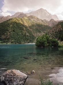 Bergsee im Fan Gebirge in Tadschikistan - fotokunst von Claas Liegmann