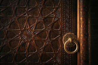 Eingangstür zur Poi Kalon Moschee in Usbekistan - fotokunst von Claas Liegmann