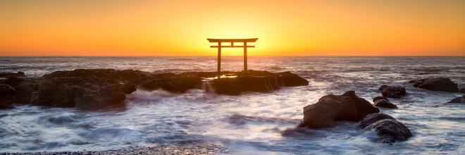 Jan Becke, Torii at sunrise on the Japanese coast (Japan, Asia)