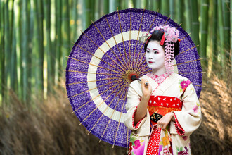 Jan Becke, Japanese geisha with umbrella (Japan, Asia)