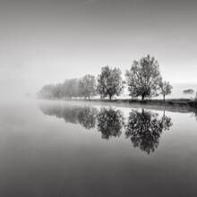 Thomas Wegner, Herbstanfang - Bäume am See (Deutschland, Europa)