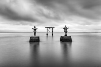 Jan Becke, Torii of the Einoo Tsurugi shrine (Japan, Asia)