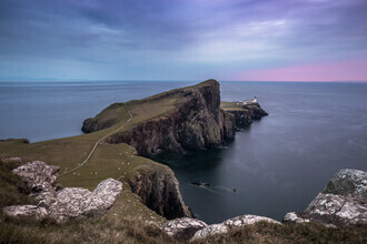 Felix Baab, Neistpoint Leuchtturm Halbinsel bei blauer Stunde (Großbritannien, Europa)