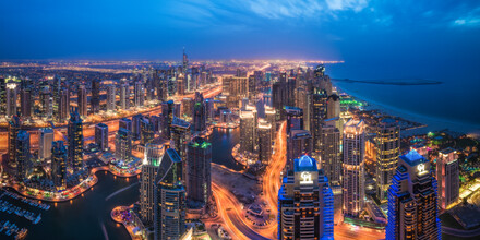 Jean Claude Castor, Dubai Marina Skyline Panorama zur Blauen Stunde (Vereinigte Arabische Emirate, Asien)