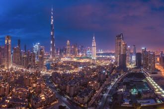 Jean Claude Castor, Dubai Skyline Panorama Downtown bei Nacht (Vereinigte Arabische Emirate, Asien)