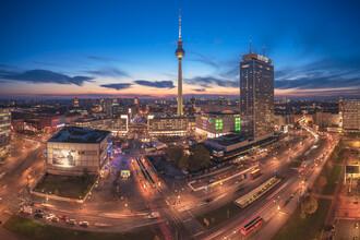 Jean Claude Castor, Skyline Berlin Panorama Am Alexanderplatz zur blauen Stunde (Deutschland, Europa)