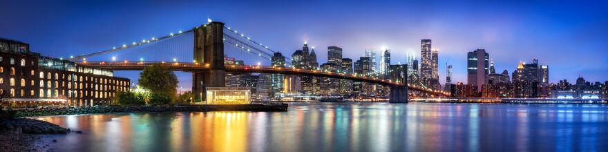 Jan Becke, Brooklyn Bridge at night (United States, North America)