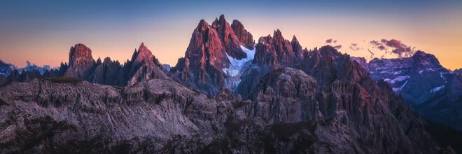 Jean Claude Castor, Cadini Gruppe in den Dolomiten mit Alepnglühen (Italien, Europa)