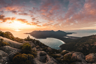 Leander Nardin, wine glass bay at sunrise (Australia, Oceania)