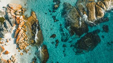 Leander Nardin, rocks in water (Australia, Oceania)