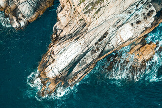 Leander Nardin, rock and ocean from above (Australien, Australien und Ozeanien)
