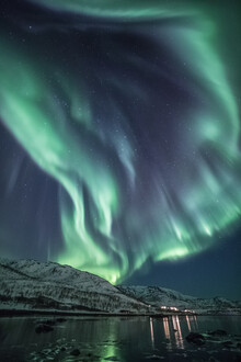 Sebastian Worm, Polarlicht am Fjord (Norwegen, Europa)