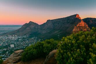 Felix Baab, Tafelberg in Kapstadt während des Sonnenuntergangs (Südafrika, Afrika)