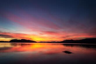 Felix Baab, Reflektierender Sonnenuntergang am Fjord (Norwegen, Europa)