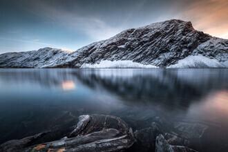 Felix Baab, Gletschersee während des Sonnenuntergangs (Norwegen, Europa)