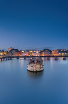 Iman Azizi, Lonely boat (Germany, Europe)
