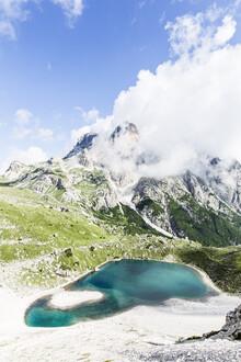 Bergsee in den Dolomiten - fotokunst von Julian Bückers