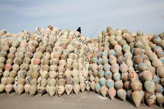 Lioba Schneider, Tonkrüge für Tintenfischffang (Tunisia, Africa)