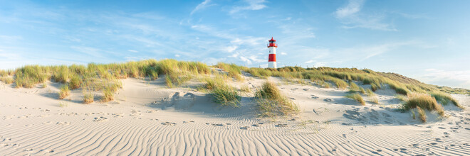 Jan Becke, Dune landscape with lighthouse on the island of Sylt (Germany, Europe)