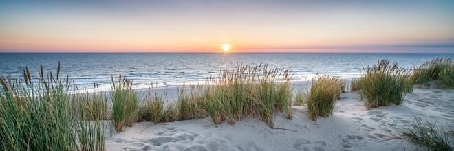 Jan Becke, Strandpanorama bei Sonnenuntergang (Deutschland, Europa)